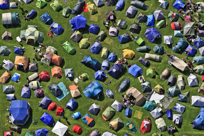 Tent Camp | Luftbild vom Zeltlager im südlichen Olympiapark bei der 34. Jonglerconvention in München im August 2011