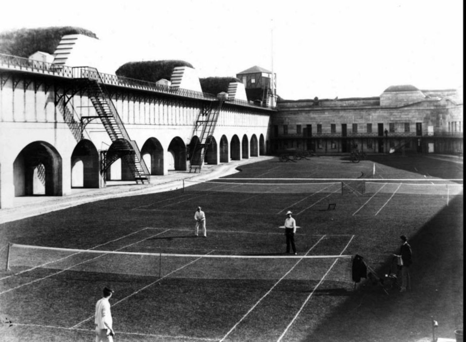 People playing a tennis match at Fort Wadsworth.