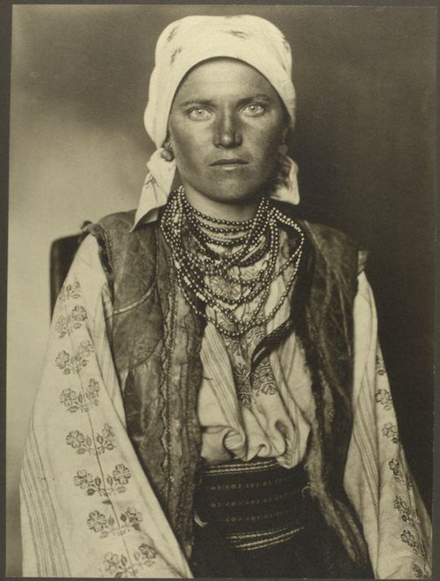 A Ruthenian woman. Portraits for Ellis Island.