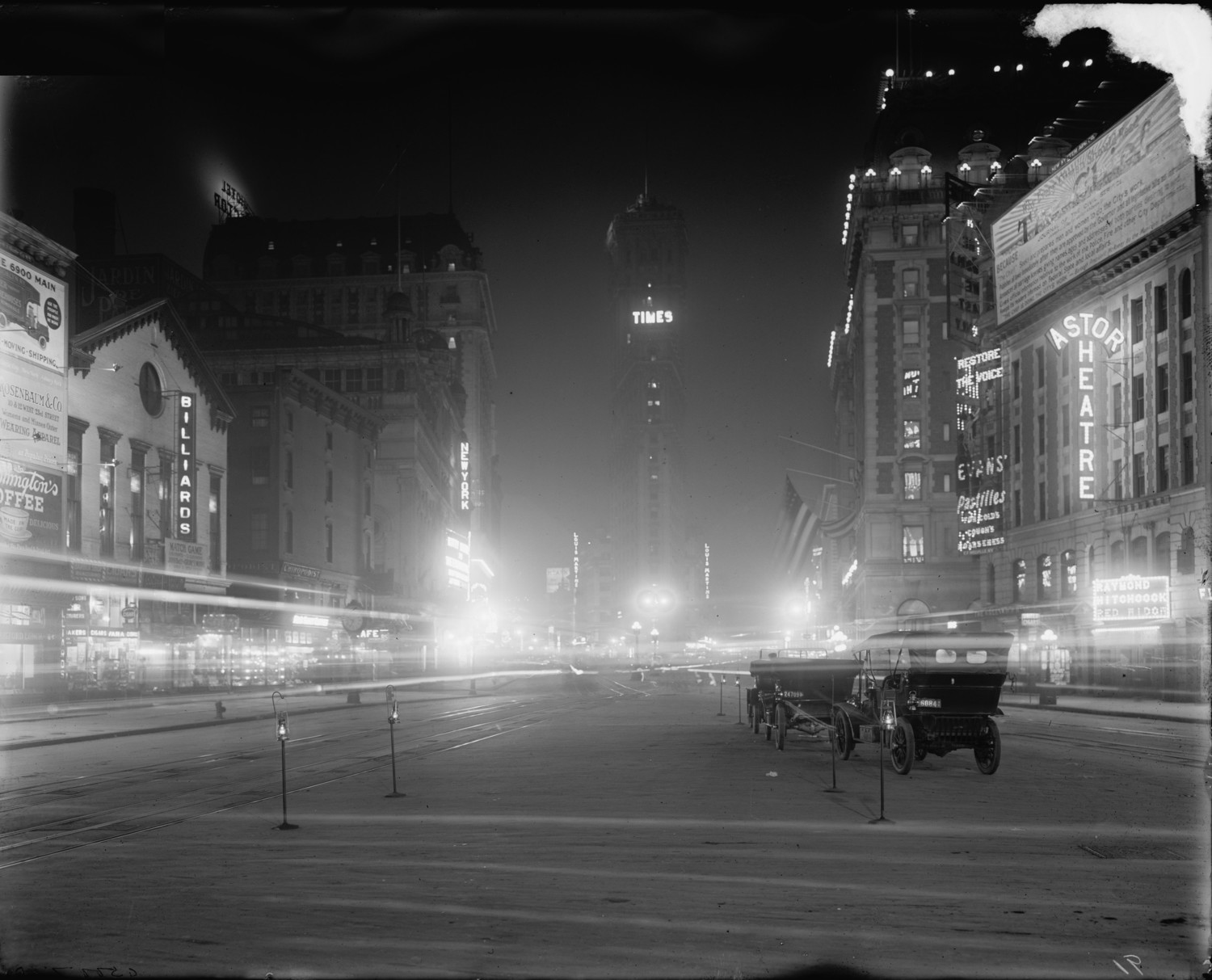 Times Square at night 1911