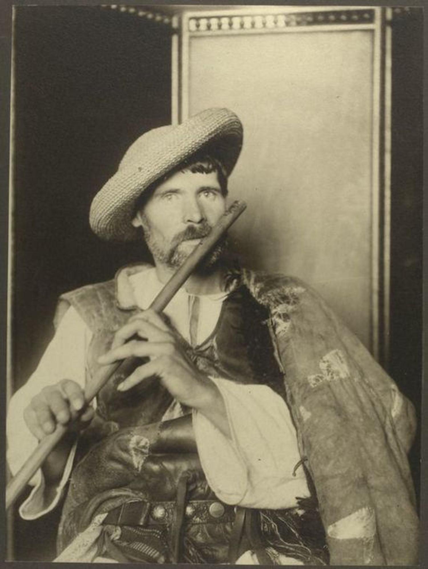A Romanian piper. Portraits for Ellis Island.