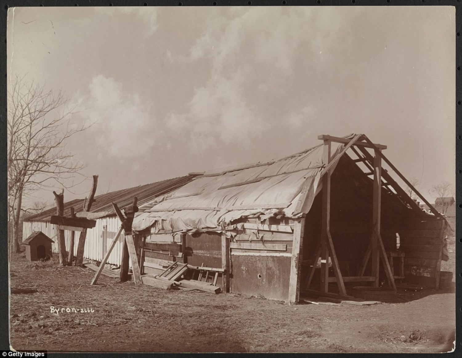 Poorly constructed barn or outbuilding on the grounds of Welfare Island, with a doghouse visible in 1896. The island was originally used as farmland by Dutch and English settlers