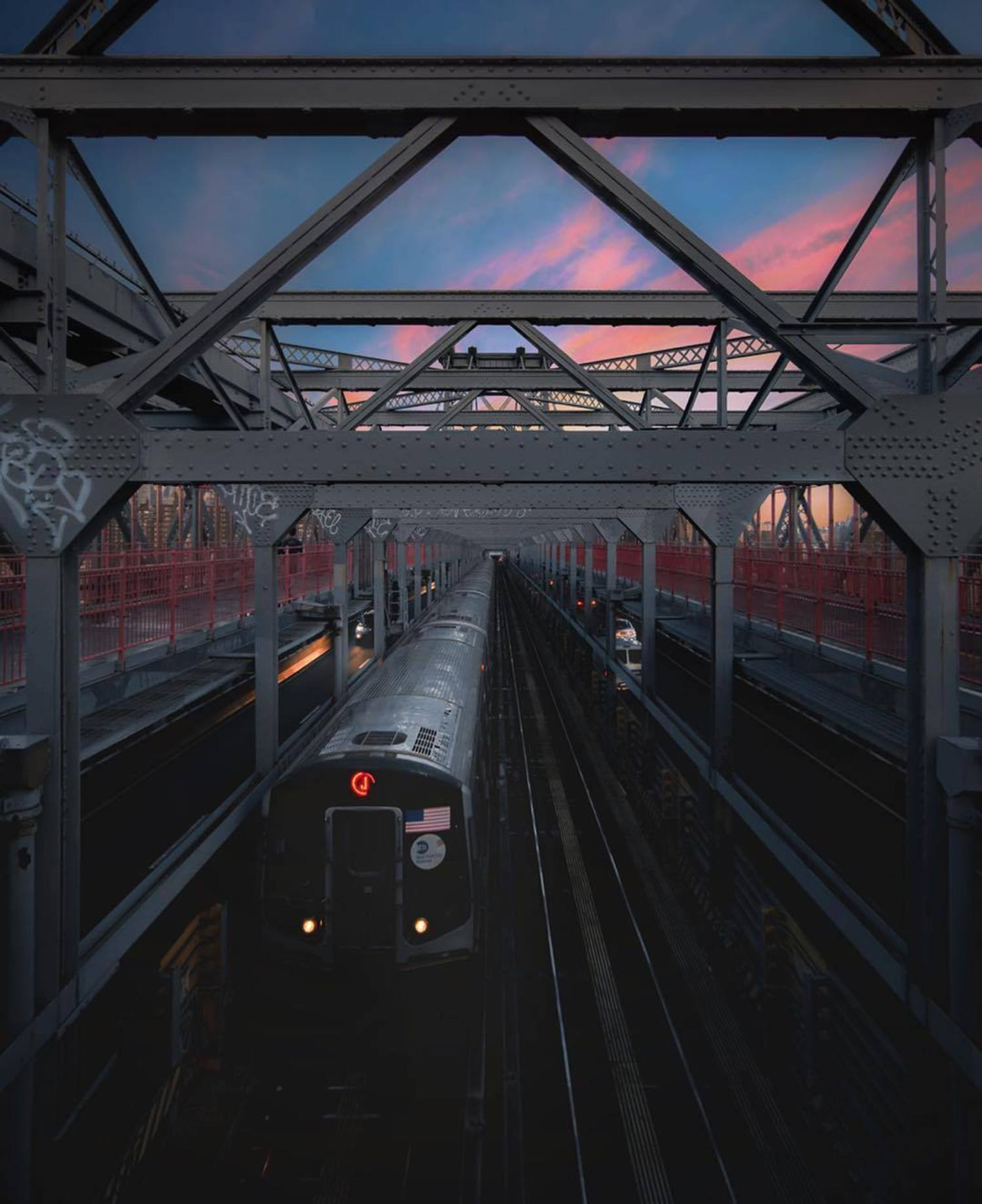 Williamsburg Bridge, New York. Photo via @urbnxplrtn #viewingnyc #newyork #newyorkcity #nyc #williamsburgbridge #subway #sunsets