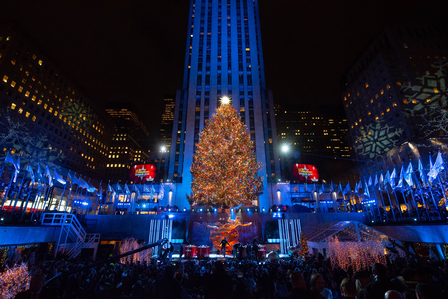 Rockefeller Center Tree Lighting Photos; History of NYC\'s Holiday ...