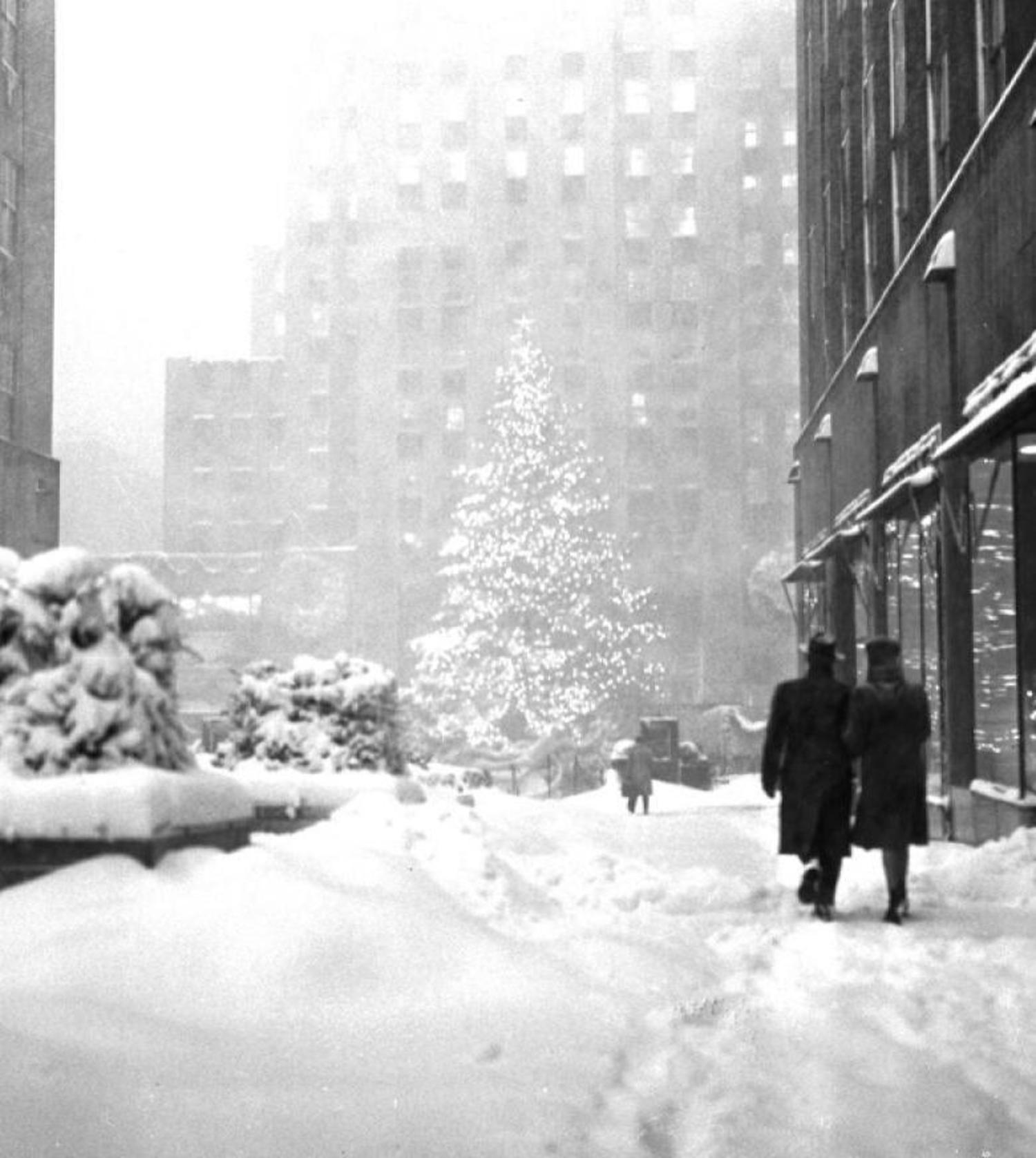 Vintage Photograph Shows a Modest Rockefeller Center Christmas Tree ...