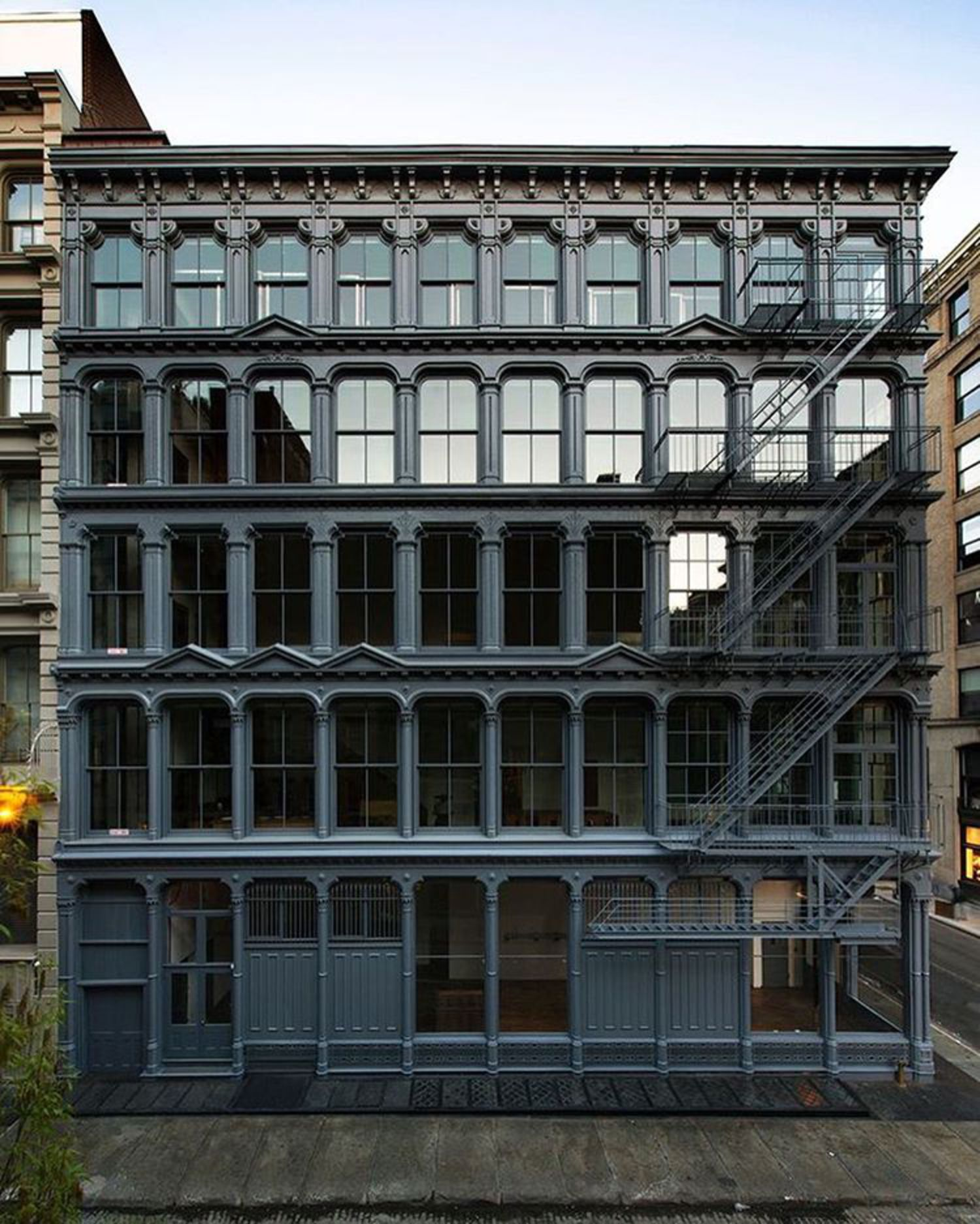 Donald Judd building 101 Spring St, SoHo #NYC #architecture #architectureporn #archidaily #archilovers #instarchitecture #soho #nycarchitecture #donaldjudd