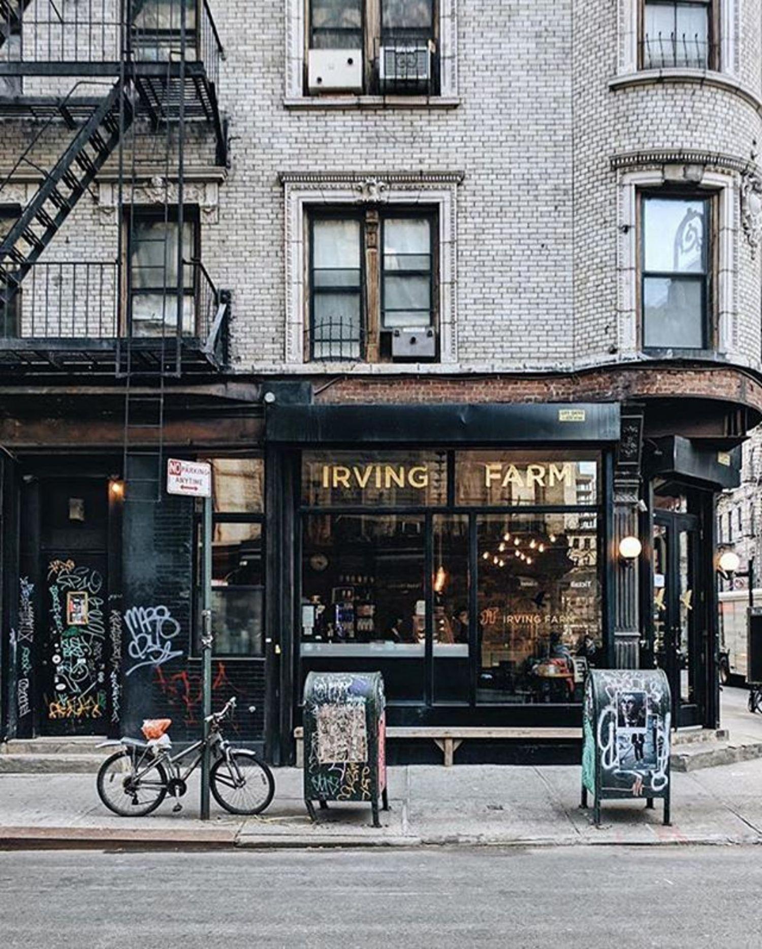 Lower East Side, Manhattan. Photo via @heydavina #viewingnyc