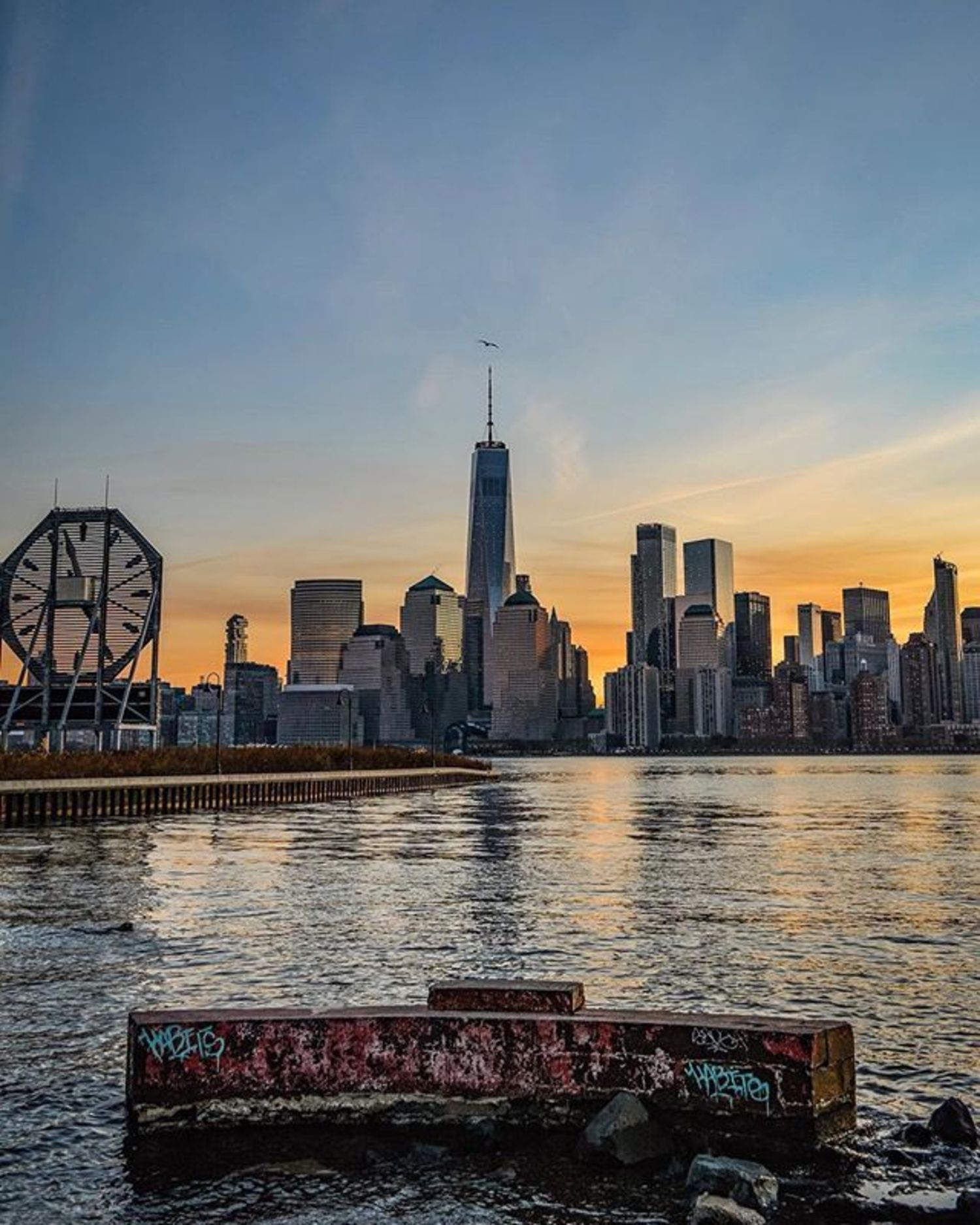 New York, New York. Photo via @eyecatchingphoto #viewingnyc #newyork #newyorkcity #nyc  #sunset