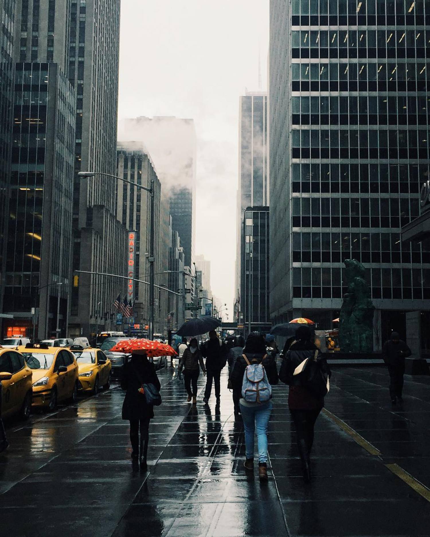 You can stand under my umbrella ella ella aye aye aye 🌂 #nyc #rainydays #TNYR
