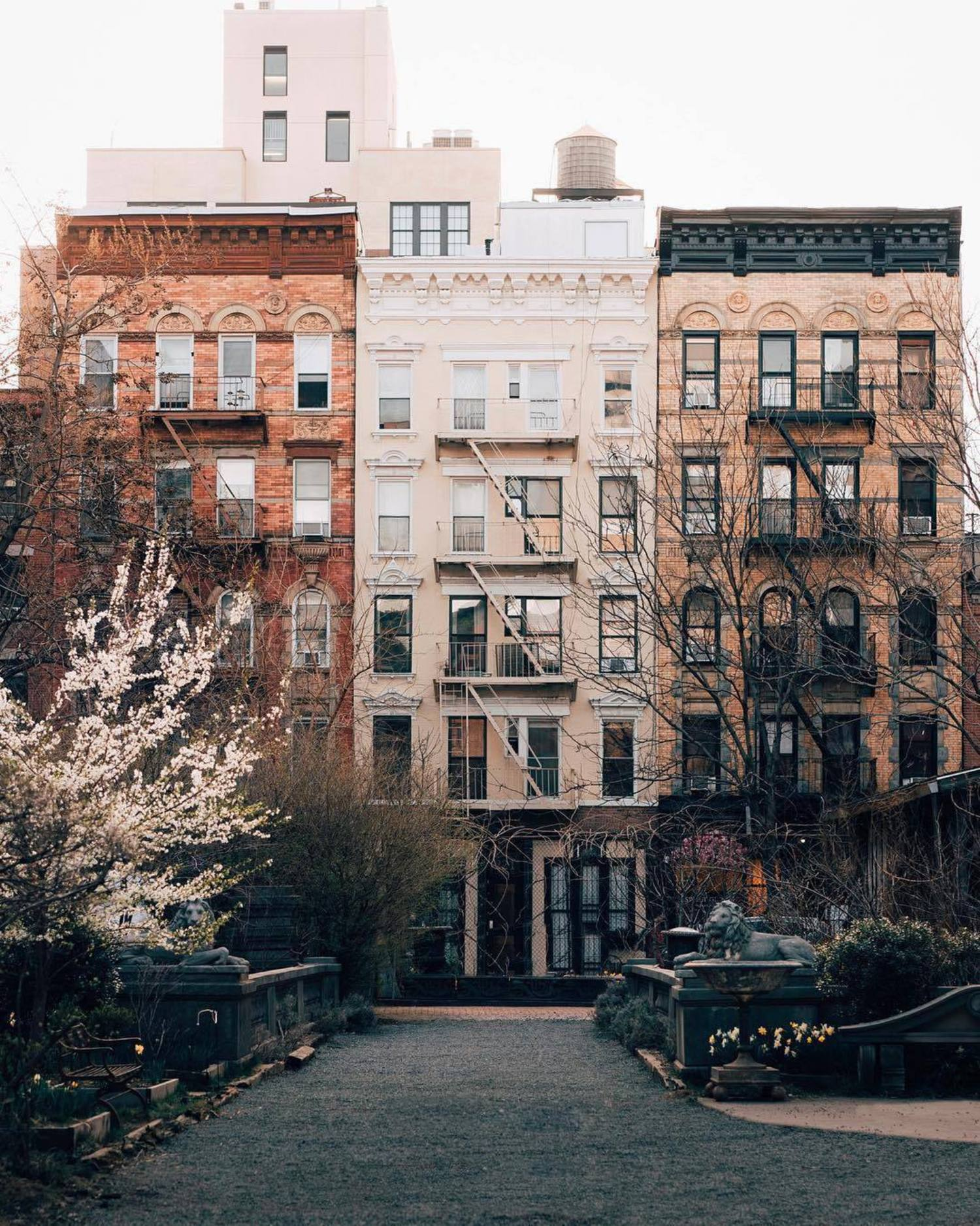 Elizabeth Street Garden, SoHo, Manhattan. Photo via @joethommas #viewingnyc #nyc #newyork #newyorkcity #elizabethstreetgarden