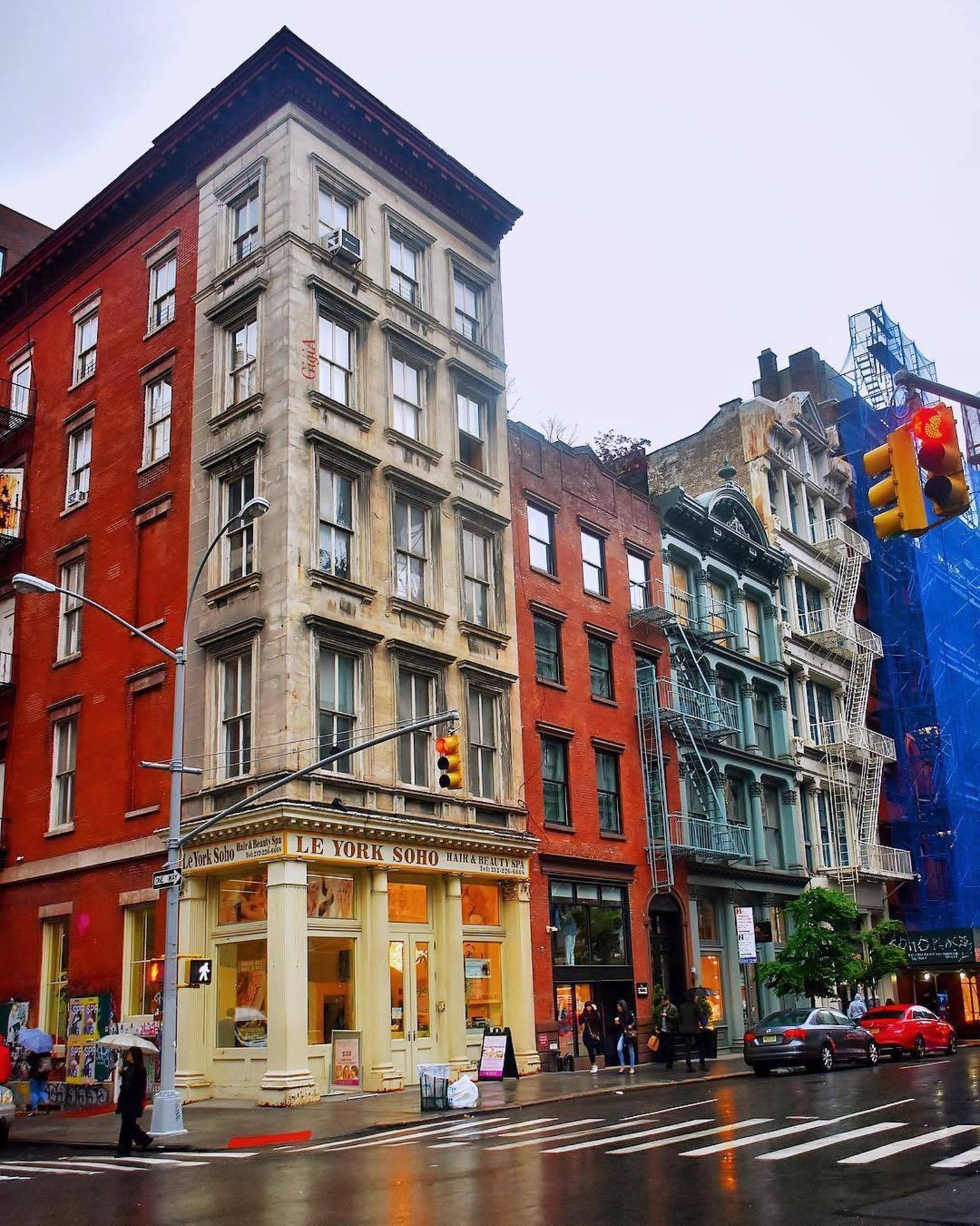 SoHo, New York. Photo via @gigi.nyc #viewingnyc #newyork #newyorkcity #nyc