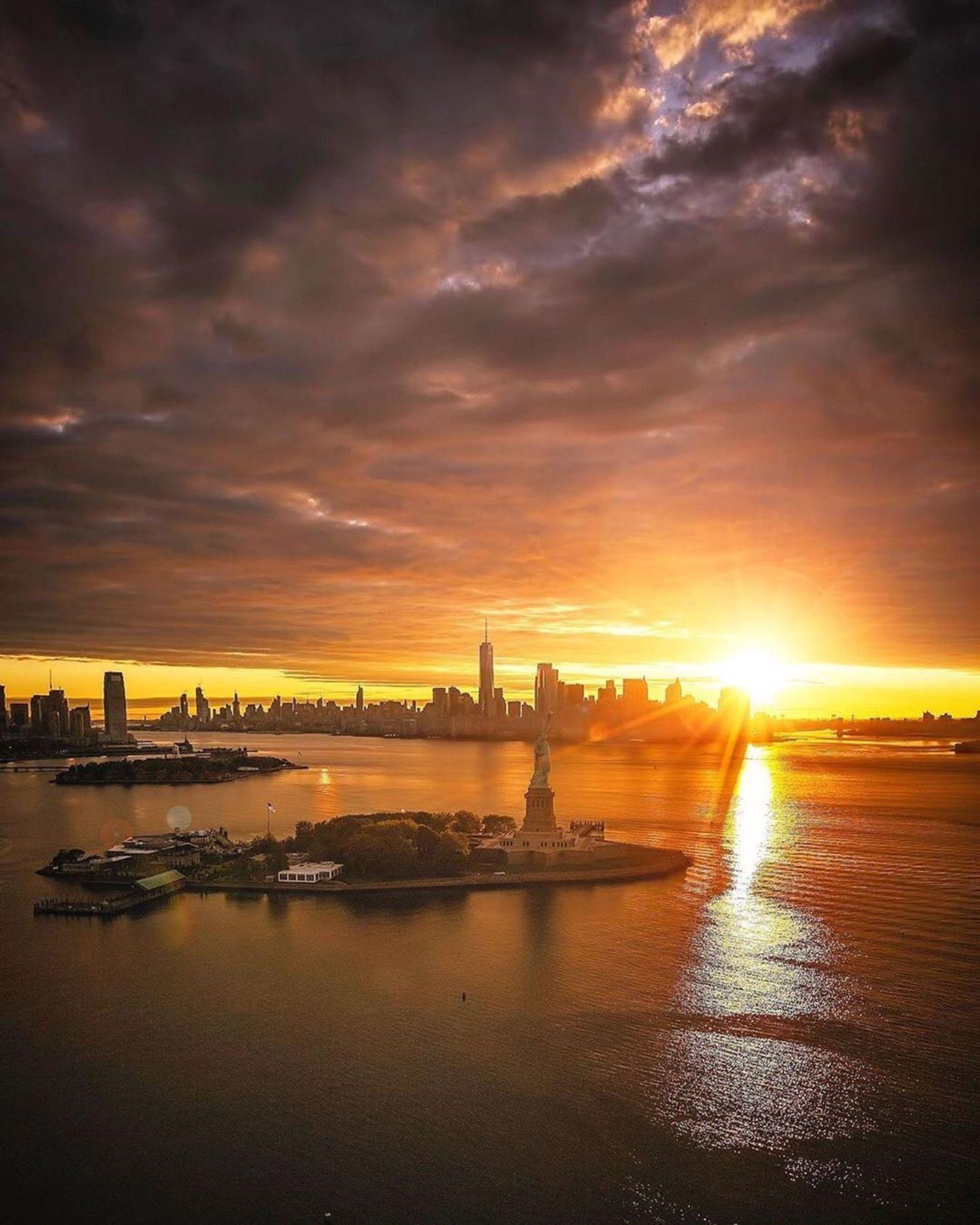 New York Harbor, New York, New York. @flynyon
