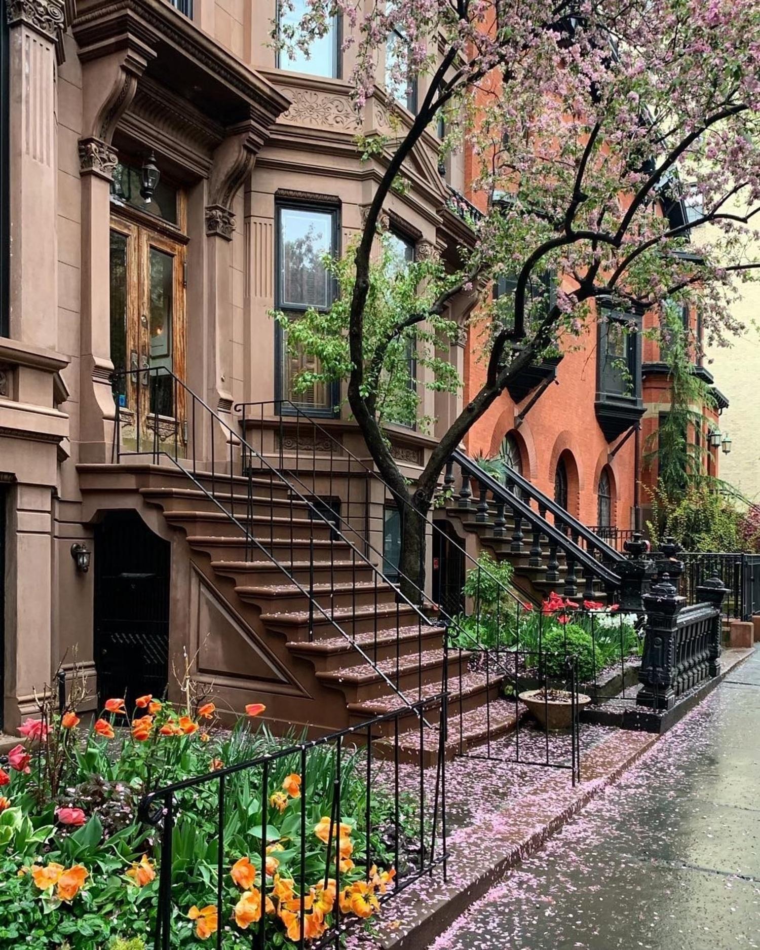 Park Slope, Brooklyn. Photo via @madufault #viewingnyc #nyc #newyork #newyorkcity #rain