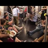 Mouse terrifies E train riders