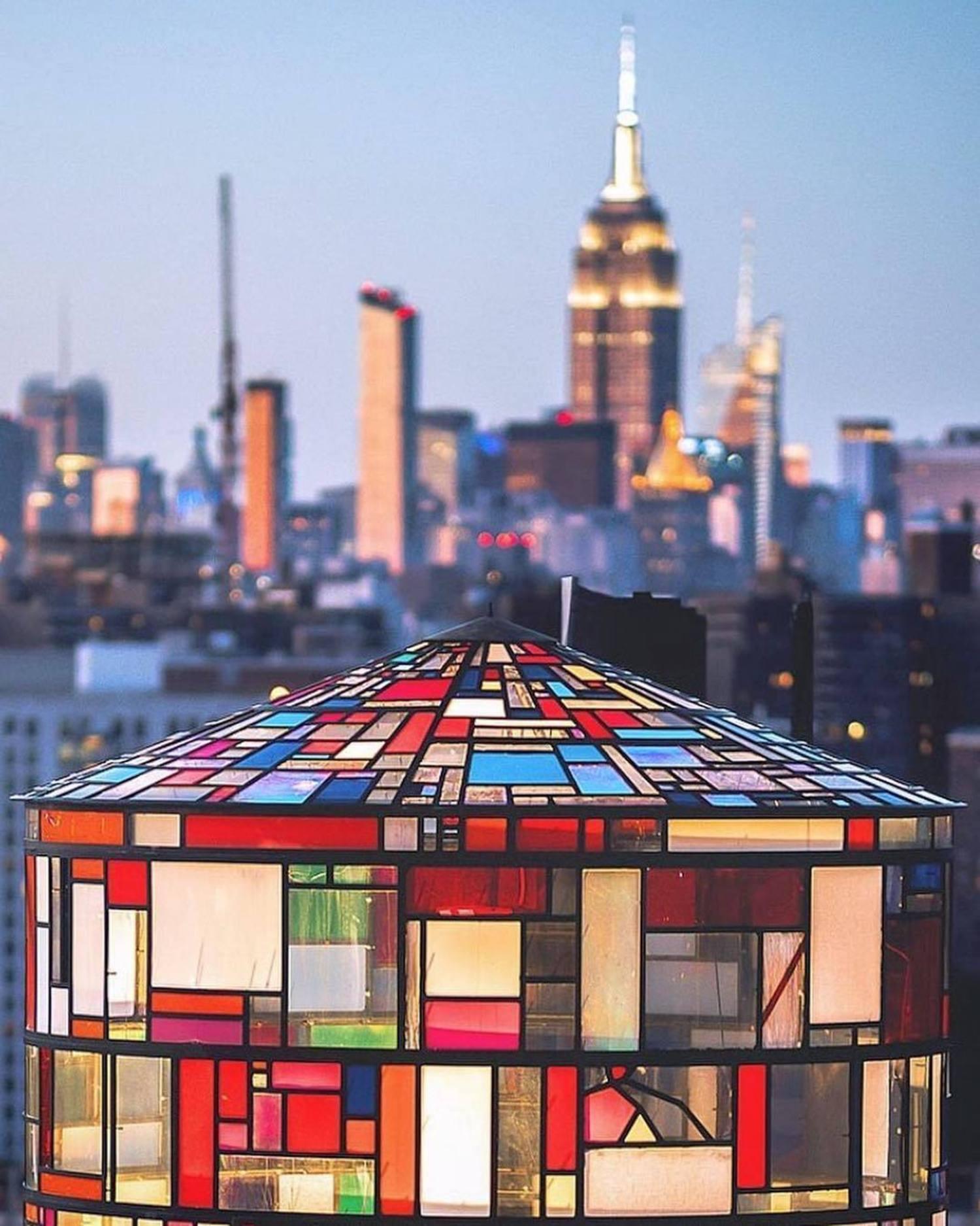 New York, New York. Photo via @beholdingeye #viewingnyc #nyc #newyorkcity #newyork #tomfruin #tomfruinwatertower