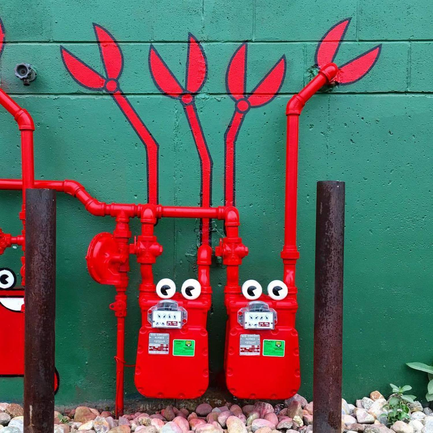 CLAWS UP!! 🦀🦀 #gas #meters #lobsters #🦀 #streetart #🦀🦀 #👀 #lobsterart #tombobnyc #gasmeters #nbma #🐳 #tombob #newbedford #massachusetts