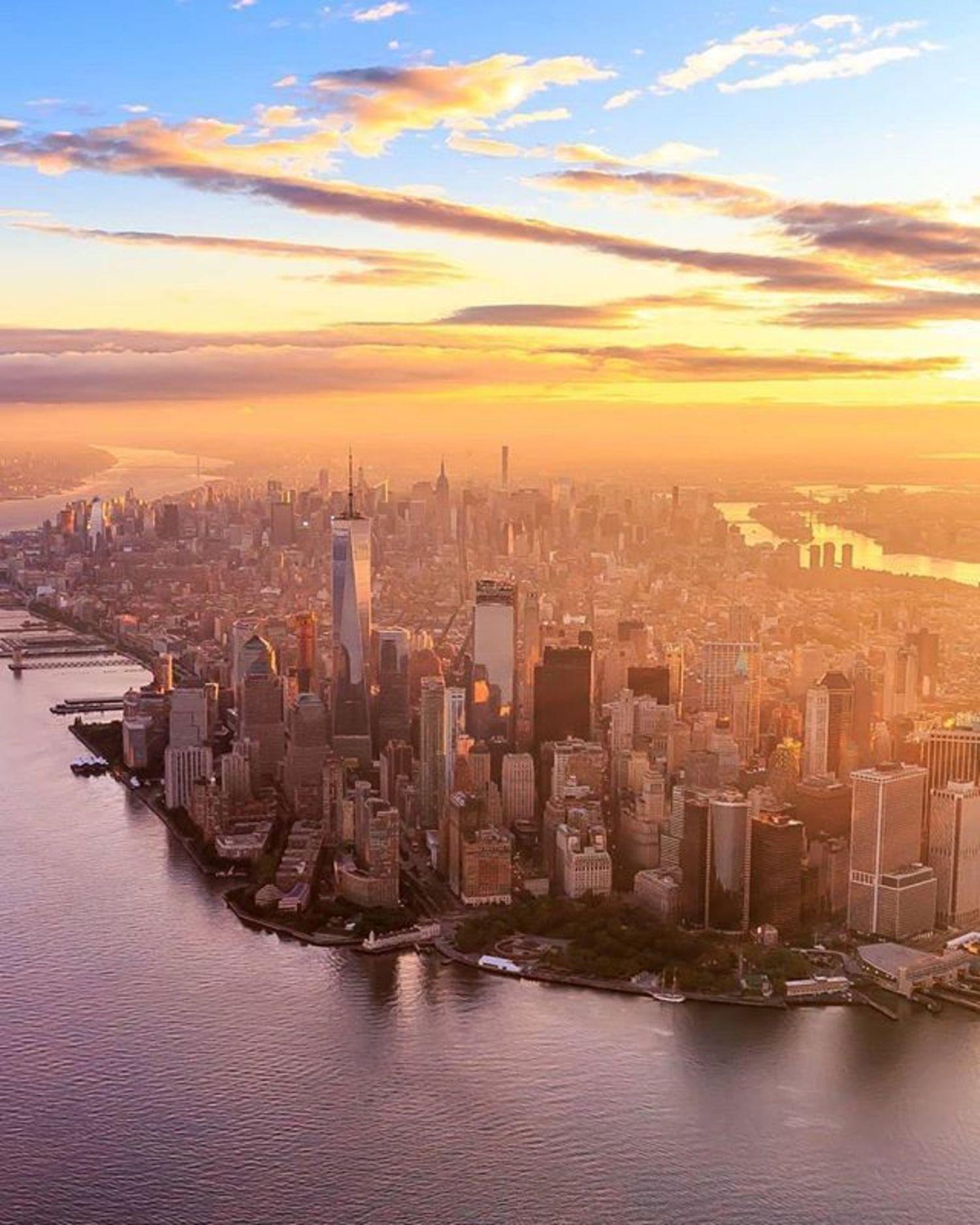 New York, New York. Photo via @killahwave #viewingnyc #newyorkcity #newyork #nyc #sunrise