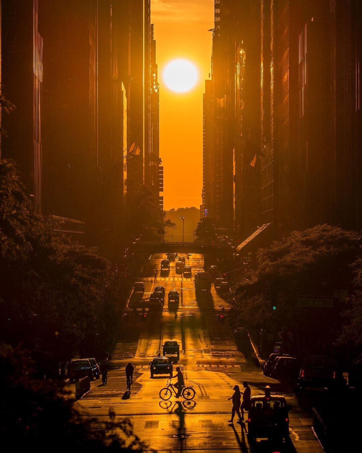 Manhattanhenge over 42nd Street, Midtown