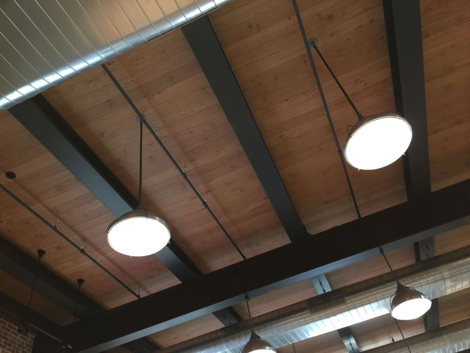 Industrial lights and wooden ceilings keep the vintage warehouse look and feel.