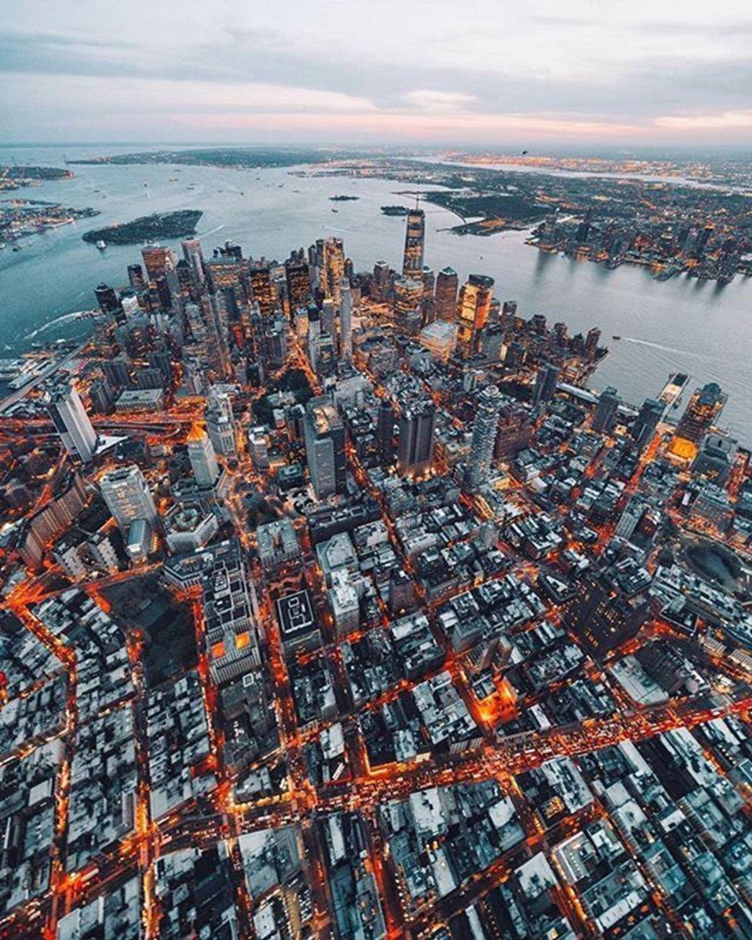 New York, New York. Photo via @svvvk #viewingnyc #newyork #newyorkcity #nyc