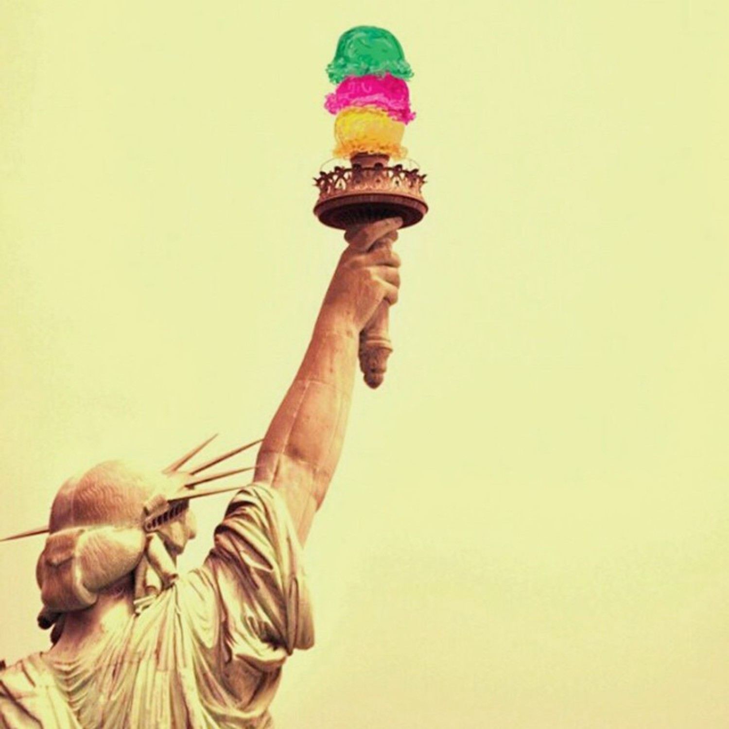Raise your ice cream up and scream !  #somanyicecreamovertheweekend ➖ #whpicecream  Photo by @upstairz