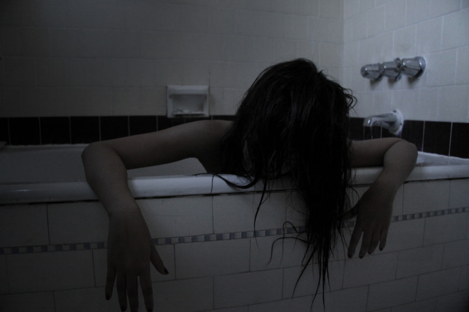 The ghost who wakes up from bathtub
