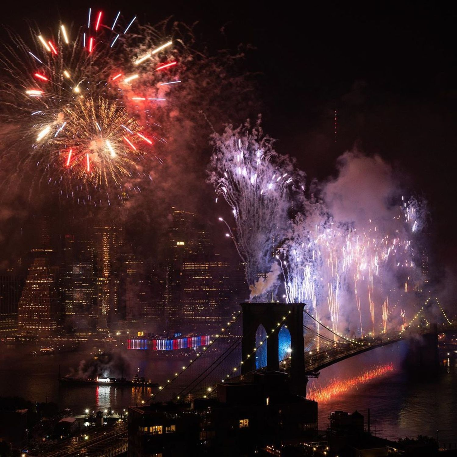 Ok, so thinking it's time to start shopping @macys again!!! 🛍🎉 If you saw the fireworks in nyc last night-  you agree, right?! 🤷♀️😜 Thank you fam for lighting me up in the best way possible!! 💗🙏💗 WOW, what you did on the east river was mind blowing!!! 🙌 Hope all my fam had a super fun and safe 4th... Enjoy the rest of the holiday wknd!!! 🇺🇸🗽🥂🎂🌈 ========================= www.nadiablockphotography.com =========================