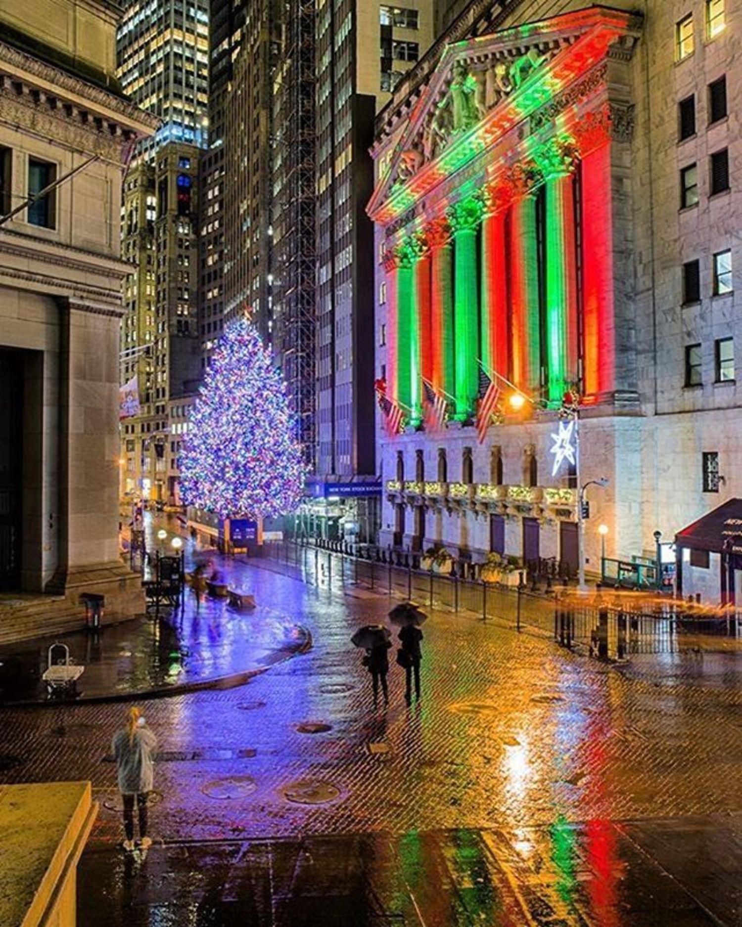 New York, New York. Photo via @matthewchimeraphotography #viewingnyc #newyork #newyorkcity #nyc